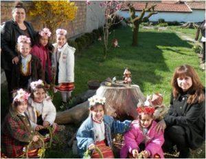 """Децата от ЦДГ """"Атанас Неделчев"""" гр. Бяла черква представят празника Лазаруване."""