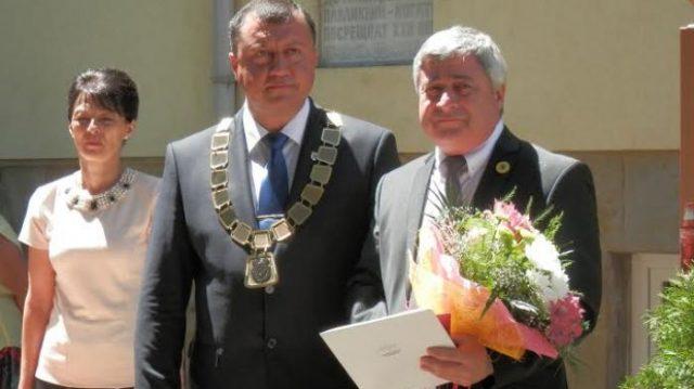 проф. Христо Белоев (дясно)
