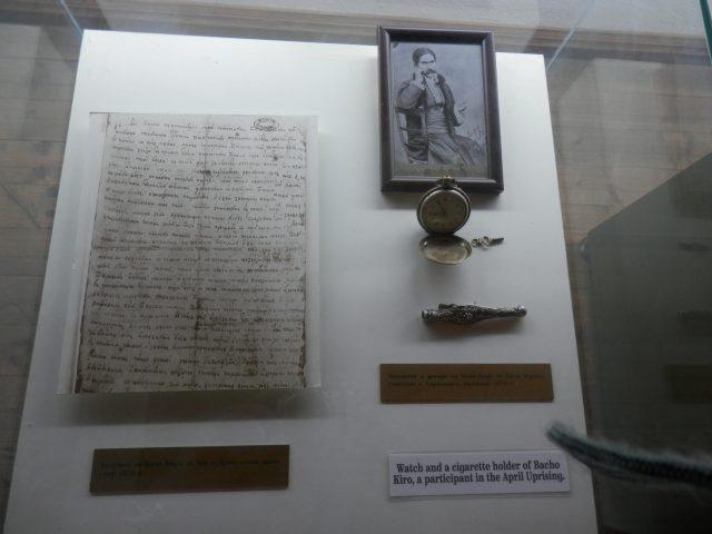 Личният часовник и цигаре на Бачо Киро.