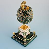 """""""Портокалово яйце"""" (The Orange Tree (Bay Tree) Egg), създадено през 1911 г., с украса от розови диаманти. Цената му днес е към 15 млн. долара."""