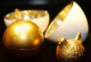 """първото великденско яйце на Фаберже """"Кокошчицата"""""""