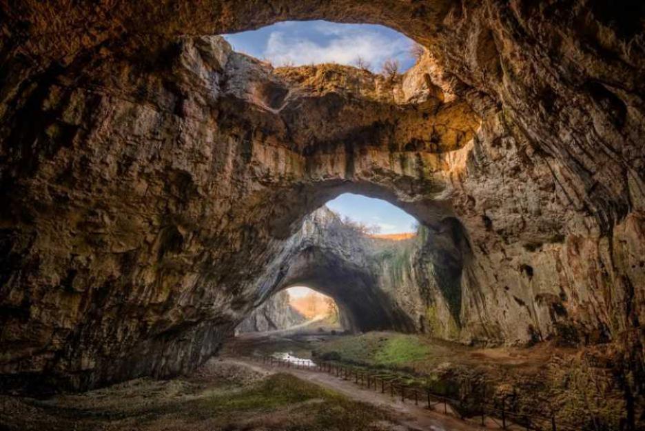 Деветашката пещера